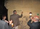 9.   Don zet zijn handtekening op de muur